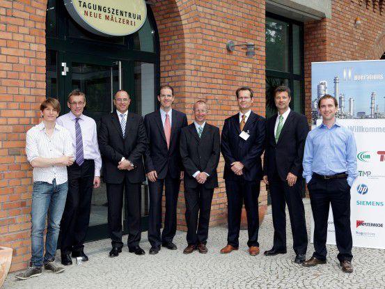 Sie diskutierten über Digital Natives (von links): Jonathan Imme, Heinrich Vaske, Jörg Limberg, Rüdiger Zarnekow, Walter Brenner, Volker Kratzenstein, Urs Vetsch und Felix Reiners.