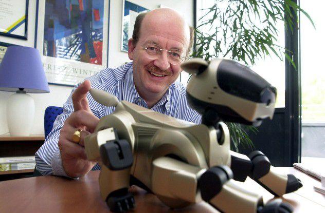Wolfgang Wahlster ist Professor für Informatik an der Universität des Saarlandes und leitet seit 1988 als Direktor und Vorsitzender der Geschäftsführung das Deutsche Forschungszentrum für Künstliche Intelligenz (DFKI GmbH) in Saarbrücken, Kaiserslautern, Bremen und Berlin.