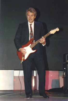 1995: Hasso Plattner an der Gitarre.