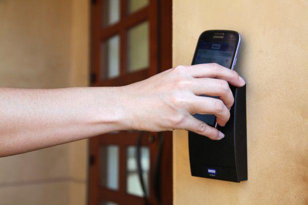 Per NFC lassen sich Türen anstelle mit Zugangskarten auch per Smartphone öffnen.