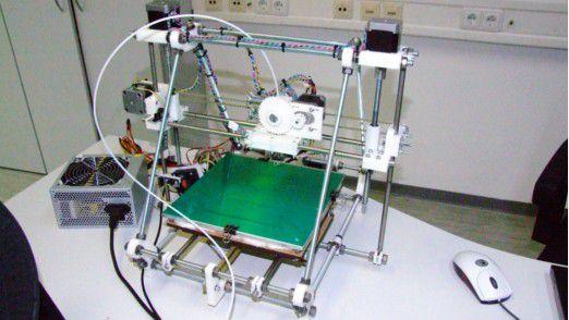 Der nach dem Open-Source-Prinzip RepRap gebaute 3D-Drucker PRotos ist als Komplettbausatz für rund 700 Euro erhältlich.