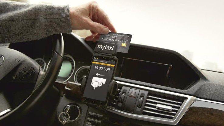 Wer wie gewohnt nach der Fahrt zahlen möchte, kann das jetzt auch mit Karte tun - dem myTaxi Kartenleser sei Dank.