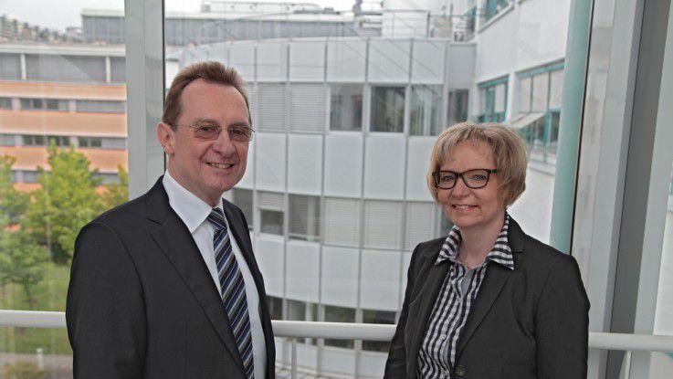 Werner Strub, Vorstandsvorsitzender von Abas Software (links) und Ursula Bracke, Geschäftsführerin der Abas Projektierung (rechts).
