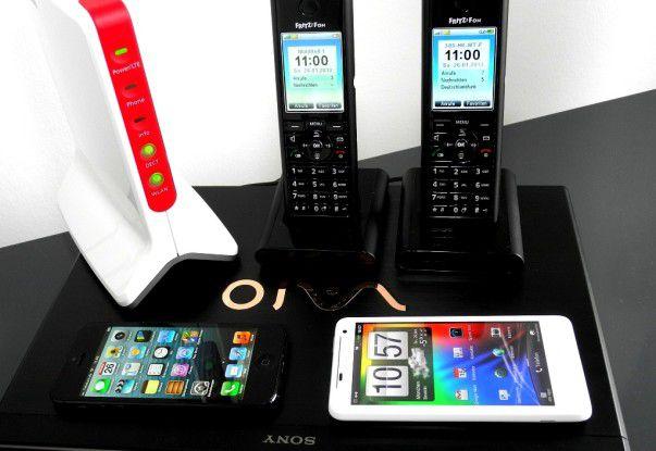 """Die neue """"AVM FRITZ!Box 6842 LTE"""" (links) unterstützt LTE 800, 1800 sowie 2600 und leitet die Verbindung via DECT und WLAN weiter."""