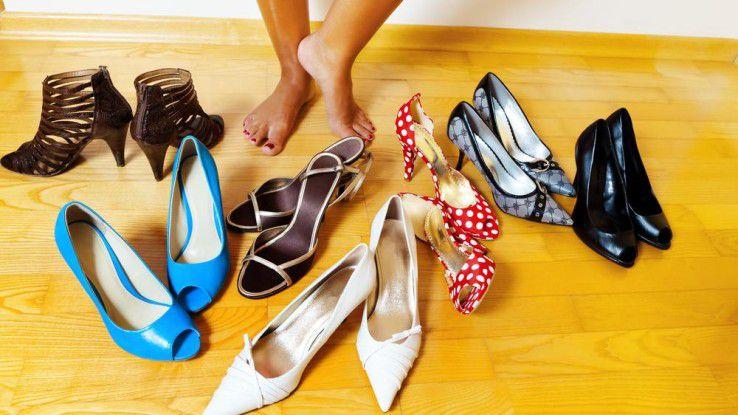 Frauen haben eine größere Auswahl an Schuhen, aber die Zehen sollte man auch nicht sehen.