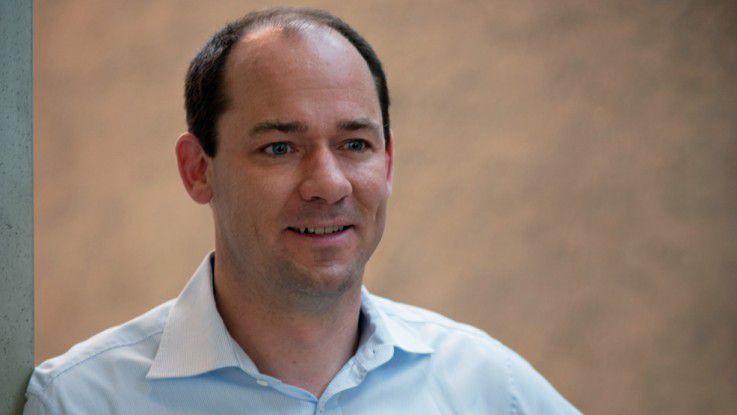 """Jan Brecht, Adidas, erhält den """"Innovation Award 2013""""."""
