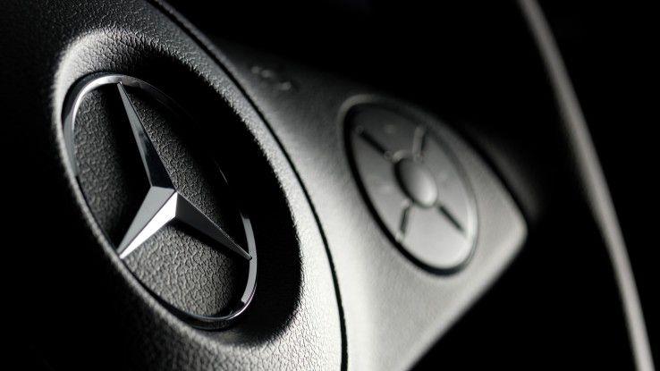 Nach Urteil des Landesarbeitsgerichtes Baden-Württemberg verfügen zwei bisher externe IT-Profis über feste Beschäftigungsverhältnisse bei Daimler. Der Autobauer prüft eine Revision.