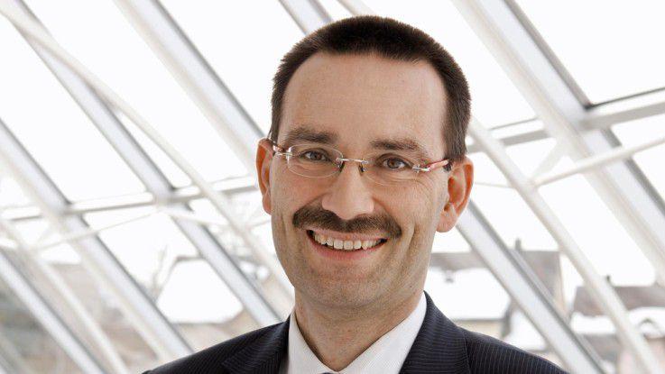 """CIO-des-Jahres-Juror Reinhard Jung, Professor an der Universität St. Gallen, lobt: """"In der Nutzung von Big-Data-Technologien ist Fraport weltweit führend in der Airport-Branche und liefert so ei¬nen erheblichen Mehrwert für das Unternehmen."""""""