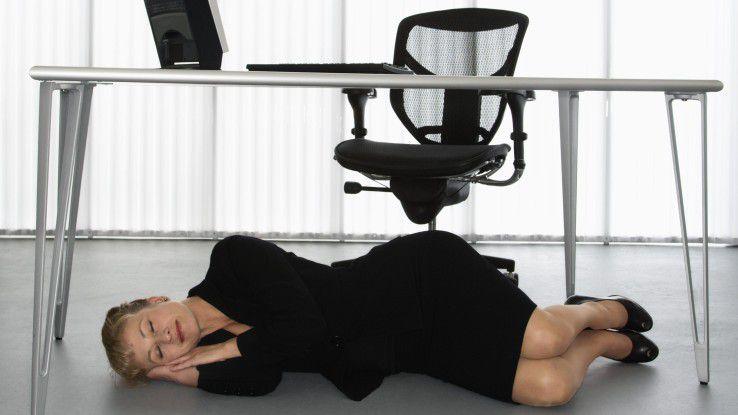 Nur Mut! Wer Mittagsschlaf im Büro macht, ist hinterher deutlich produktiver.