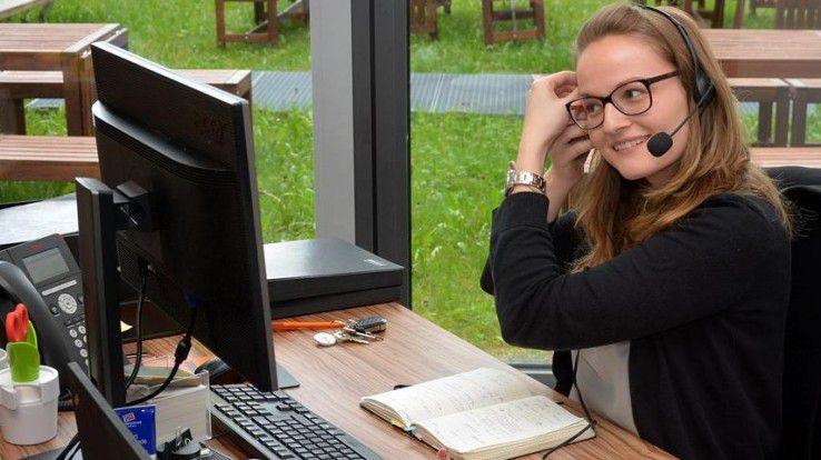 Audio-Video-Conferencing via Cloud: Bei Sixt hat fast jeder Mitarbeiter eine sehr gute Webcam samt Headset für das Collaborative Working mit Microsoft Lync 2013 am Arbeitsplatz, zusätzlich Mikrofon und Lautsprecher.
