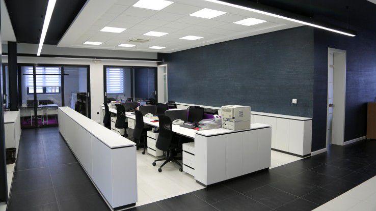 Echte Leere in den Büros ist zwar noch selten, aber immer häufiger finden Unternehmen nicht oder nur mit großer Mühe gefragte Spezialisten.