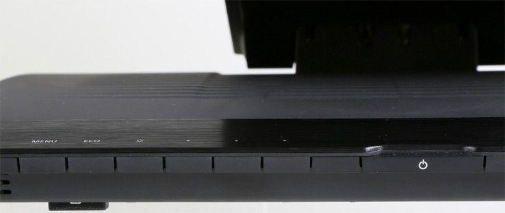 Übersichtlich: Die Bedienung des Displays erfolgt über sieben Schalter. Eine Status-LED informiert den Anwender über den Betriebszustand.