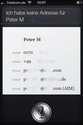 Wenn Siri aktiv ist, kann man Namen raten und so Adressen und Telefonnummern anzeigen lassen.
