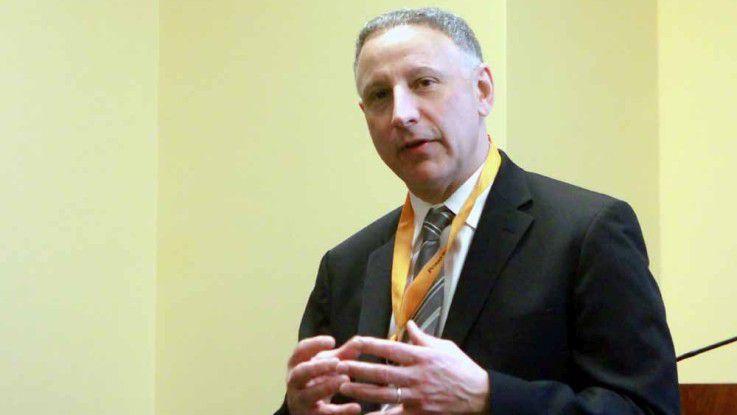 """Jeff Schick stellte die Verse-Features im Rahmen der """"IBM ConnectED"""" vor."""