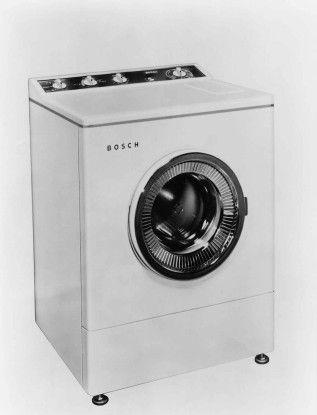 Ab 1958 hat Bosch seine erste Waschmaschine im Programm, die das Unternehmen bald zum ersten Waschvollautomaten weiter entwickelt.