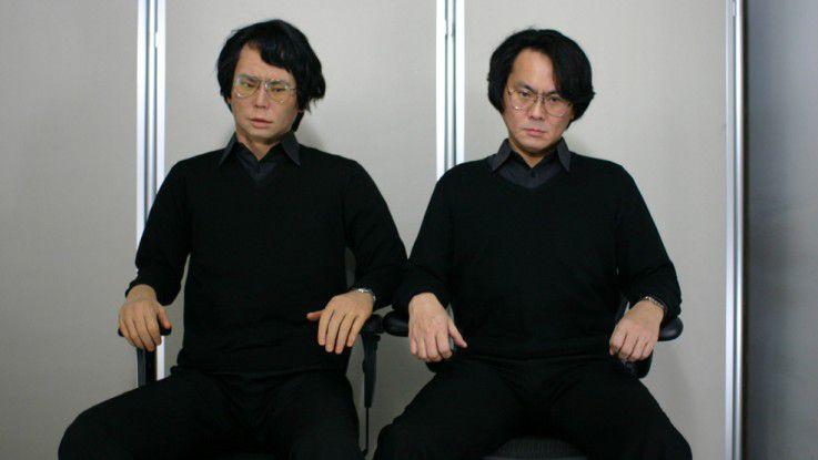Nur einer der beiden Männer ist ein echter Mann. Der andere ein Humanoide.