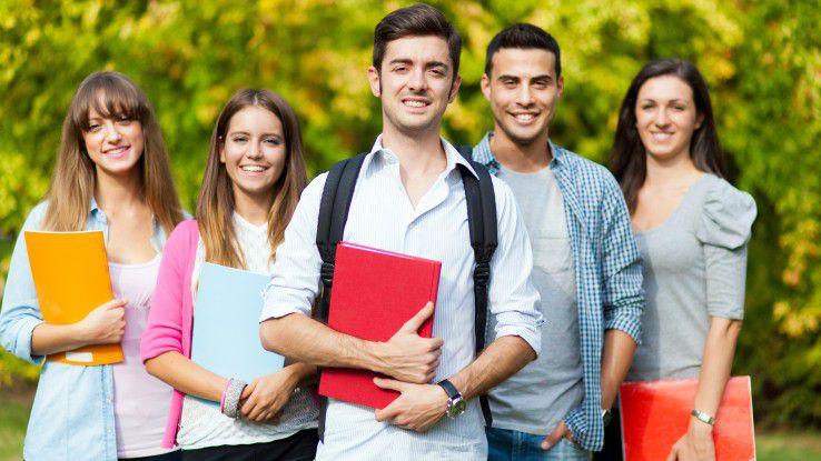 Mittlerweile entscheiden sich genau so viele junge Leute für ein Studium wie für eine Lehre.