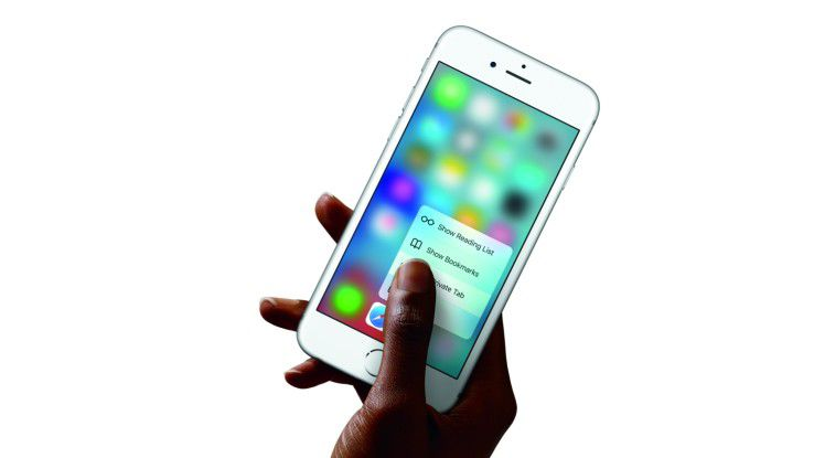 """Vodafone und Telekom bieten unter dem Motto """"First come, first surf"""" beziehungsweise """"Premierenticket"""" bereits die Möglichkeit, das neue Apple iPhone vorzubestellen."""