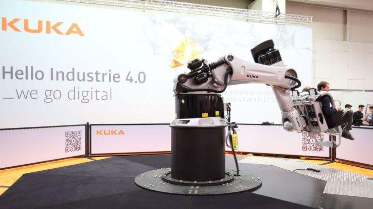 Ein Robocoaster von Kuka auf der Hannovermesse