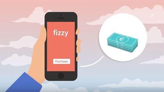 Mit seinem Handy kann man vor dem Start die Fizzy-Versicherung abschließen.