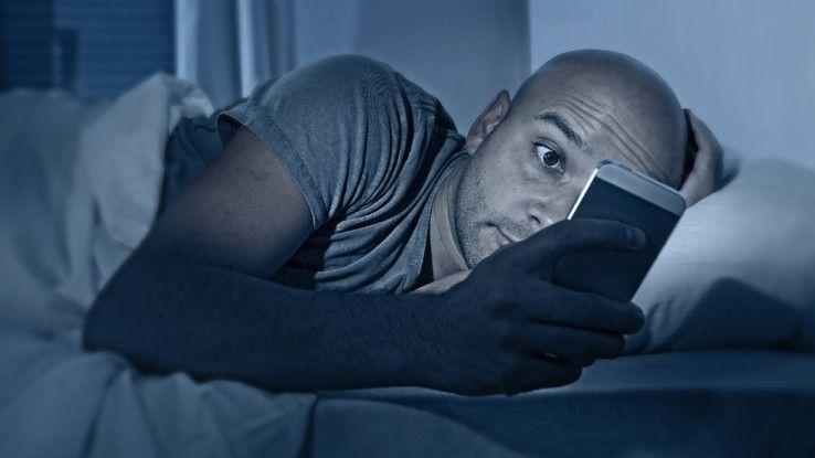 Onlinesucht kann nicht nur wachhalten, sondern auch krank machen.
