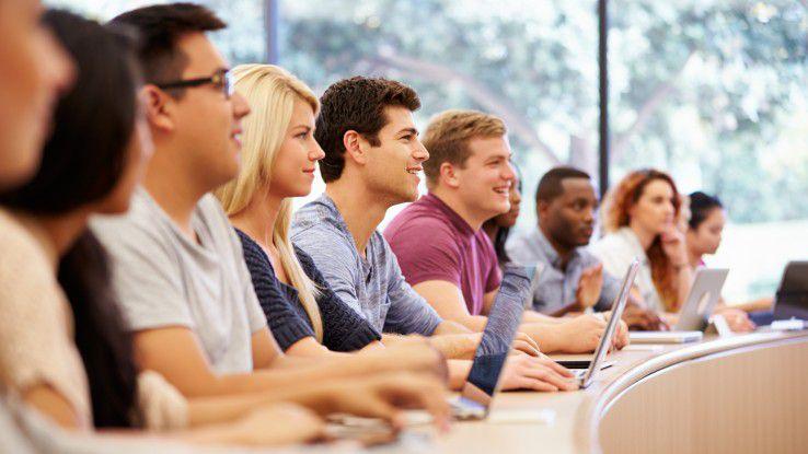 """Auf dem diesjährigen """"expedITion Summit"""" konnten Studenten mit Capgemini-Vertretern bei Impulsvorträgen diskutieren."""