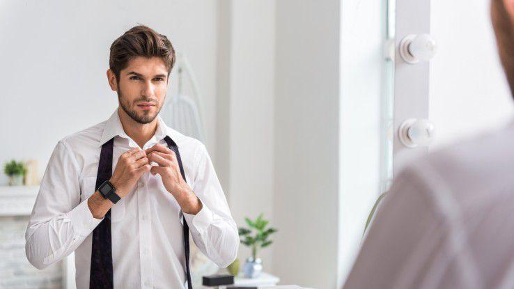 Ein Spiegel zeigt nicht nur das Aussehen. Wichtige Gespräche, die vor einem Spiegel durchgespielt werden, lassen auch Mimik und Gesten erkennen, die so im Vorfeld noch korrigiert werden können.