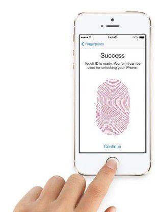 Apple preist den Fingerabdrucksensor und die im System hinterlegte Technik Touch ID als die beste denkbare Authentifizierung an – sie sei besser als jedes Passwort.