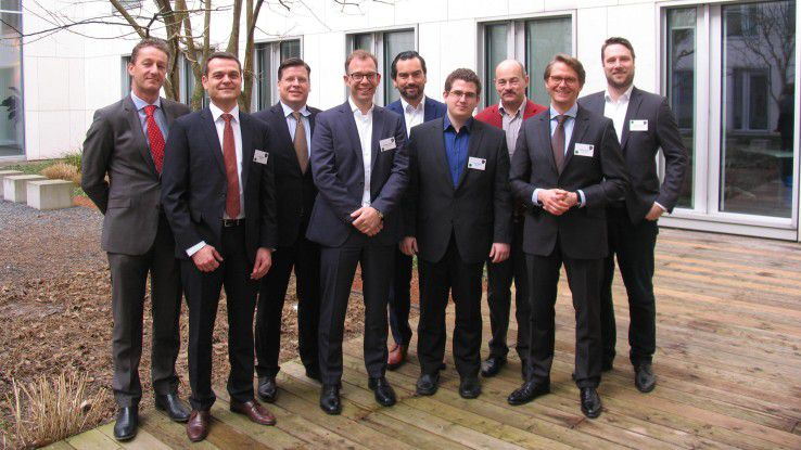 Diskutierten über Sourcing: (von links) Koenraad ¬Demeulemeester (Fujitsu), Jörg Hild (PwC), Frank Schwarz (Atos), Thomas Dengler (Noventum), Christian Gfüllner (Microsoft), Lars Göbel (DARZ), Hans Königes (CW), Jochen Schiml (Capgemini) und Simon Gravel (Skillplanet).