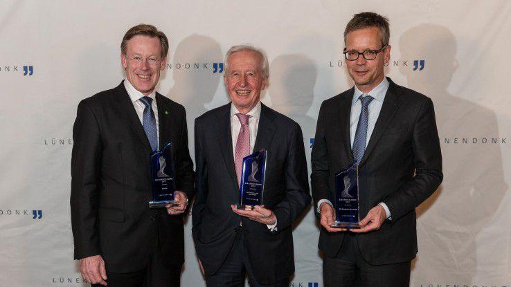 Die drei Preisträger (v.l.n.r.): Prof. Dr. Martin Plendl, CEO von Deloitte Deutschland; Prof. Dr. Dr. Péter Horváth; Hans-Georg Scheibe, Vorstand ROI Management Consulting AG.