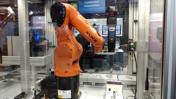 Vernetzte Roboter erwarten eine fehlerfreie Datenversorgung über das Netz.