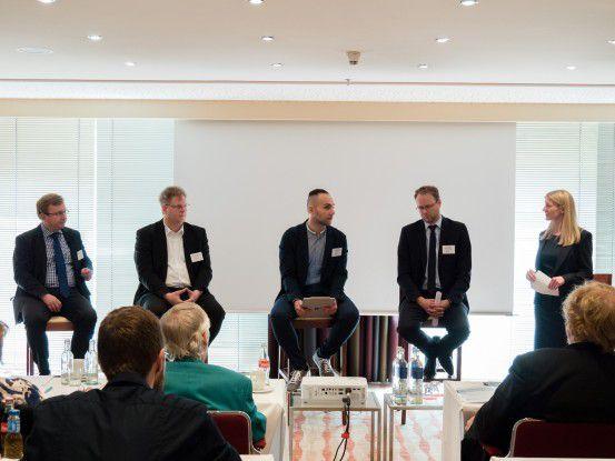 Beim IDC Expertentalk zu Next Gen Endpoint Security diskutierten Matthias Zacher (IDC), Richard Werner (Trend Micro), Milad Aslaner (Microsoft), Dr. Daniel Wagenführer (TA Triumph-Adler) und Lynn Thorenz (IDC) (v.l.n.r.).