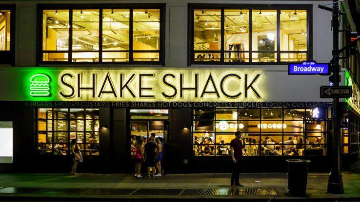 Eine Shake-Shack-Filiale in New York City: Wir sagen Ihnen, warum die Burgerkette in Sachen Mobile Ordering Ihr Vorbild sein sollte.