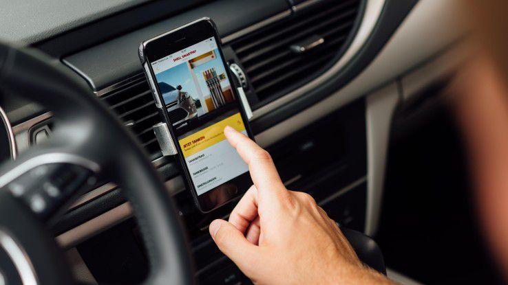 Per Smartphone kann an ausgewählten Shell-Tankstellen in Berlin und Hamburg jetzt per PayPal bezahlt werden.
