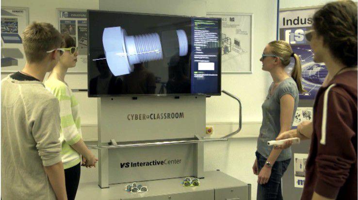 Mit dem Cyber-Classroom können die Schüler und Studenten mittels interaktiven, 3D-fähigen Lernprogrammen die Prozesse der Lernfabrik schon vorab erlernen und testen.