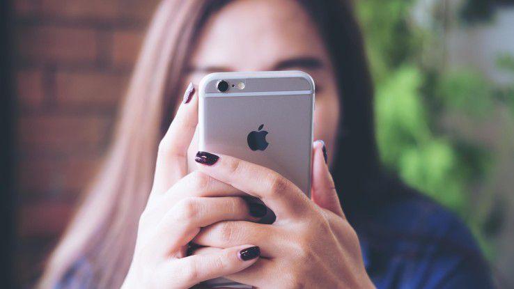 iPhone und iPad erfreuen sich auch im Unternehmen großer Beliebtheit. Apple unterstützt die IT-Abteilung dazu mit zahlreichen Verwaltungsfunktionen.