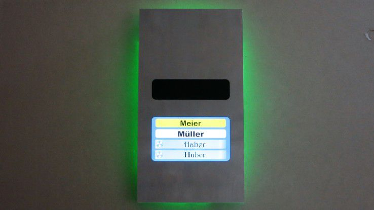 Die Türsprechanlage Doorline Pro Exclusive im Edelstahldesign bietet auch zahlreiche Smart-Home Funktionalitäten.
