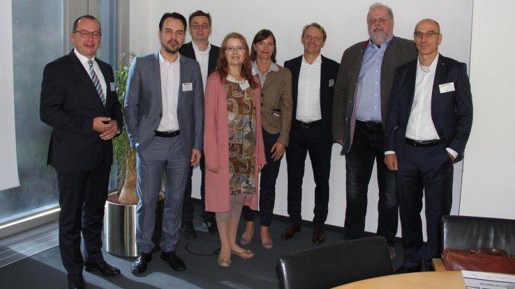 Die Teilnehmer der IAM-Diskussionsrunde zusammen mit Autorin Christiane Pütter, Projektleiterin Jessica Schmitz-Nellen und CW-Redakteur Manfred Bremmer.