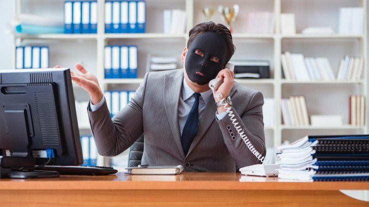 Wenn der vermeintliche CEO in Wahrheit ein Hacker ist, kann das für Unternehmen zum existenzbedrohenden Problem werden. Wir sagen Ihnen, wie die Hacker vorgehen und wie Sie sich vor CEO Fraud schützen.