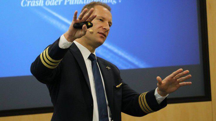 """""""Schnellen Sie sich fest an"""", riet Pilot Philip Keil den Teilnehmern des Business Breakfast von COMPUTERWOCHE und CAREERS LOUNGE und verriet Weisheiten aus dem Cockpit."""