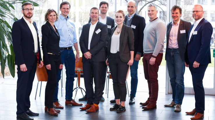 Wie weit deutsche Unternehmen schon in Sachen KI und Machine Learning sind diskutierten anlässlich eines COMPUTERWOCHE-Roundtable (v.li.n.re.) Oliver Bracht (Eoda), Katharina Lamsa (Siemens), Ronny Kroehne (IBM), Klaus-Dieter Schulze (NTT Data), Max Zimmermann (Lufthansa Industry Solutions), Franziska Kaufmann (IDG Research), Robert Gögele (Avanade), Stefan Gössel (Reply), Martin Bayer (COMPUTERWOCHE) und Franz Kögl (Intrafind).