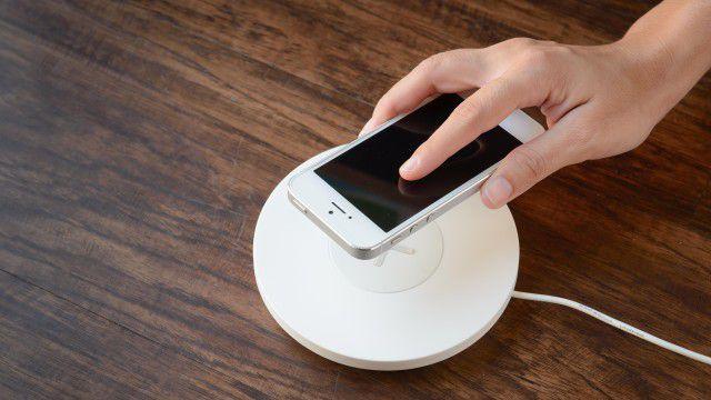 wireless charging smartphones kabellos laden das m ssen. Black Bedroom Furniture Sets. Home Design Ideas