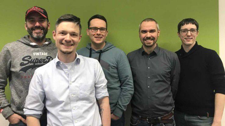 Am Anfang war der Spieltrieb, dann kam das Geschäft: Dirk Röder, Robert Schmitz, Matthias Thubauville, Christian Langenmair und Marcel Gehlen (von links) arbeiten bei der IT-Beratung MaibornWolff. Dort können sie sich in firmeneigenen Communities über neue Themen wie Blockchain, Cloud Native, DevOps oder Virtual Reality austauschen.
