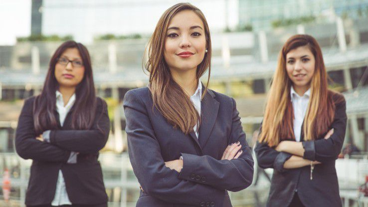 Elisabeth Denison, Chief Strategy & Talent Officer bei Deloitte, ermutigt Frauen zu mehr Selbstvertrauen, damit in Zukunft eine größere Vielfalt in der Arbeitswelt zustande kommt.