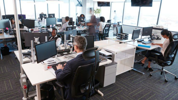 Neue Raumkonzepte rund um den Arbeitsplatz der Zukunft wie das Open Space haben ihre Vor- und Nachteile.