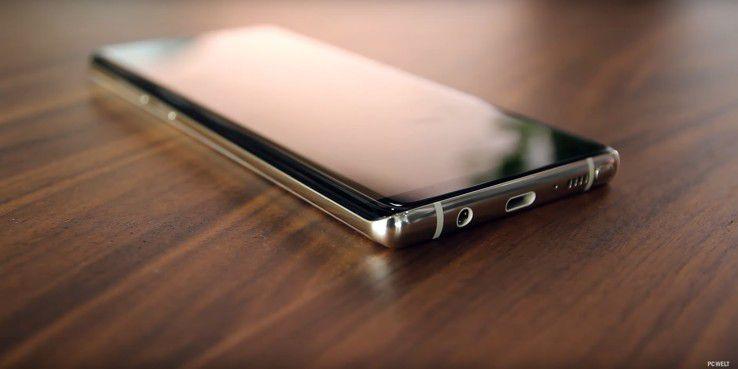 Samsung setzt weiterhin auf eine Klinkenbuchse für den Kopfhörer-Anschluss.