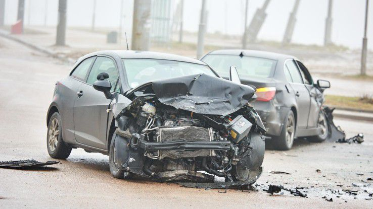Die Schuldfrage ist bei einem Autounfall vor allem dann schwierig, wenn außer den Fahrern keine anderen Zeugen anwesend waren. Die Bilder einer Dashcam können dann durchaus hilfreich sein.