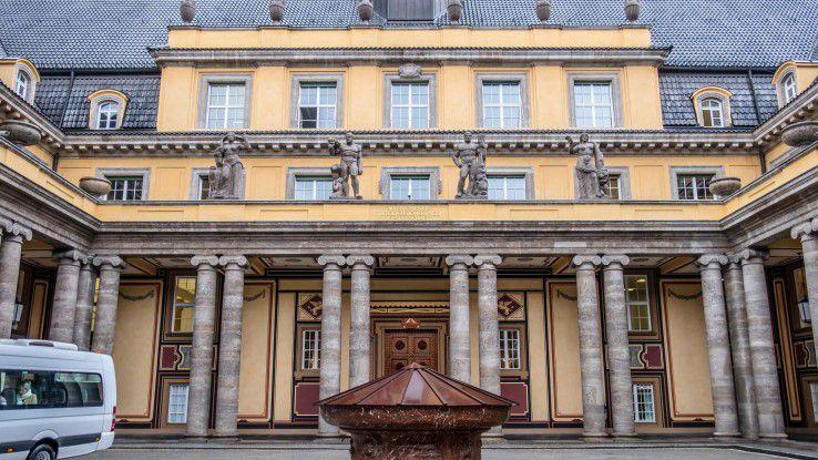 Die Münchner Rück (im Bild der Eingang zur Zentrale) kauft für 300 Millionen Dollar den IoT-Spezialisten Relayr.