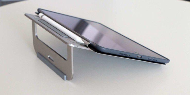 Eigentlich ist der Aluminium Laptop Stand – wie der Name schon sagt – für ein Notebook gedacht. Aber auch mit dem iPad Pro macht dieser Ständer eine gute Figur und ist sehr praktisch, wenn ein sicherer Stand gefragt ist.