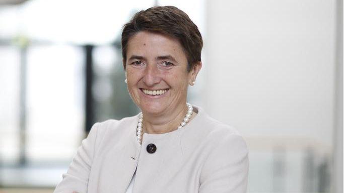 Zvezdana Seeger ist seit Januar 2018 IT-Vorstand der Postbank. Nach der erfolgten Fusion mit der Deutschen Bank ist sie Leiterin COO IT/Operations der neuen Bank.